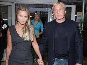 Дана Борисова с женихом