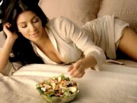 Ким Кардашян в сексуальной рекламе фаст-фуда (Видео)