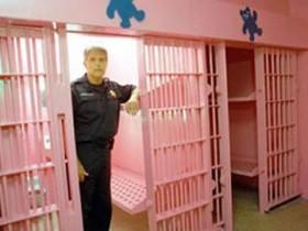 красная тюрьма