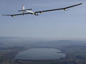 Самолет на солнечных аккумуляторах