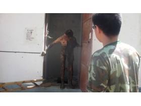 Китаец провел в грязной яме туалета 2 дня