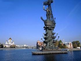 монумент Петру I