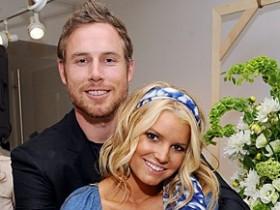 Джессика Симпсон помолвилась с Эриком Джонсоном.