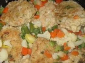 Котлеты с овощами под сметанным соусом