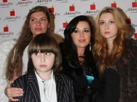 Анастасия Заворотнюк с семьей