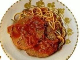 Мясо тушеное со приправами