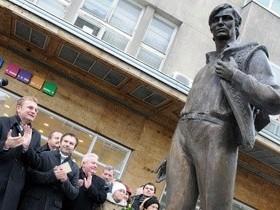 Владимир Ивасюк,монумент