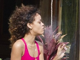 Рианна курит коноплю и пропагандирует наркотики (ФОТО)