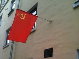 ярко-красный знак