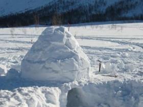 лачужка из снегопада