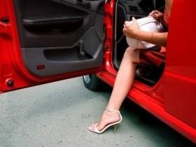 Доказано- девушка в автомобиле безопаснее мужчины!