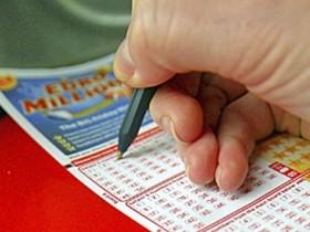 Победительница лотереи в Соединенных Штатах выиграла 105 млрд долларов США
