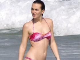 Лейтон М-р утратила трусы на пляже (ФОТО)