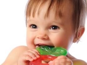 у малыша разрезаются зубки