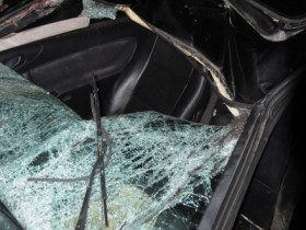 удар авто,фронтальное окно,