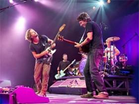 Консультанта Pearl Jam винят в краже 400 миллионов долларов США