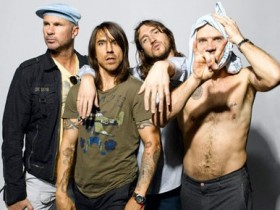 Red Hot Chili Peppers,Чад Смит