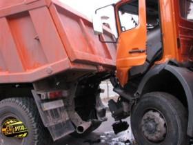 2 грузового автомобиля