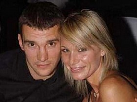 Андрей Актау с супругой