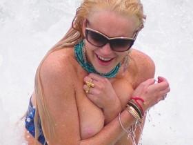 Голые и смешные: случайные обнажения звёзд на пляже (Фото)