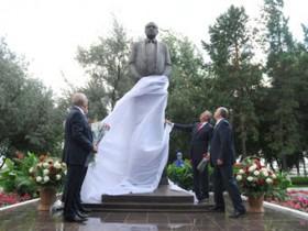 Черномырдин, памятник