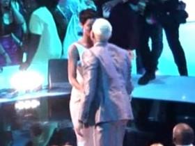 Рианна и Пол Браун подорвали MTV VMA собственным расцелуем! (Фото)