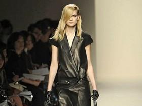 bottega venetta,подиум,модель,кожаное пальто