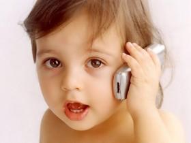 малыш,телефонный аппарат