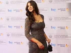 Женщина-мечта: Моника Белуччи в узорчатом платье (Фото)