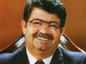 Тургут Озал