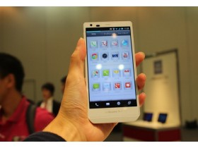 AQUOS Phone Zeta SH-02E
