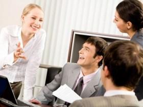 кабинет,мужчины,девушки,обсуждение вопроса,работа,