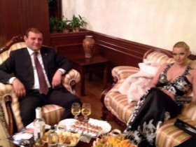 Анастасия Волочкова с градоначальником Еревана