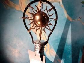 памятник,лампочка
