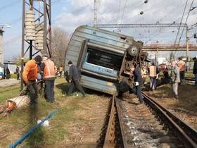 сошел с рельсов,поезд