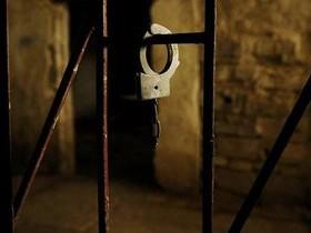 тюрьма,наручники