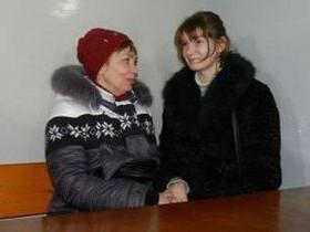 александр попова,с матерью,в суде