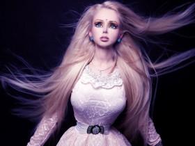 """""""Одесская Барби"""" убеждена, что ее голос лечит"""