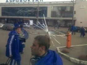 """Автобус киевского """"Динамо"""" закидали камнями и бутылями"""