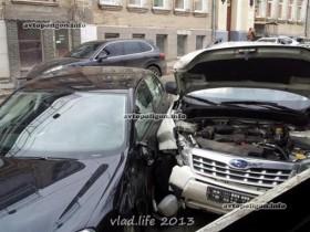 В центре Киева встретились 2 иностранные автомашины (ФОТО)