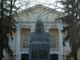 монумент Ленина