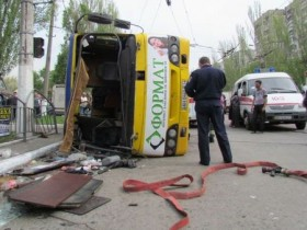 В Мариуполе опрокинулась маршрутка с пассажирами