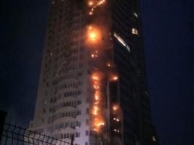 Пожар в доме Киева окутал 18 этажей (ФОТО, ВИДЕО)