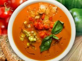 Прохладный томатный борщ с чесноком