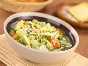 борщ с лапшой и овощами