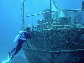 водолаз,затонувший фрегат