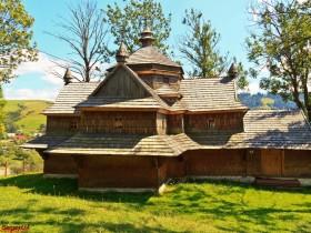 сделанная из дерева церковь