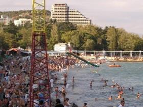 Преимущества и недостатки летнего досуга в Крыму