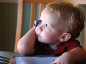 дети с мобильным