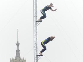 Экстрим на Майдане: Хайдайверы скакали с высоты 25 километров